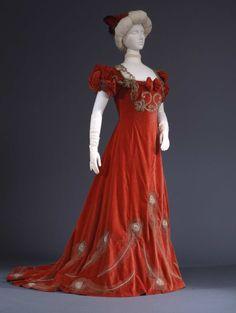 Evening dress, circa 1902. From the Galleria del Costume di Palazzo Pitti via Europeana Fashion.