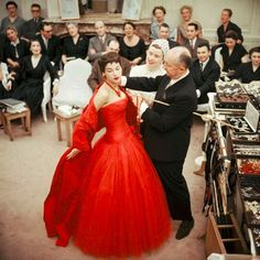 vintage everyday: 34 Never-Before-Seen Fashion Photos That Captured the Lavish and Iconic Gowns of Christian Dior from the 1950s and 1960s
