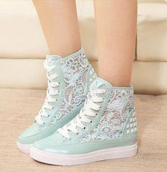 Exquisite Flower Cut-Outs Lace-Up Canvas Shoes