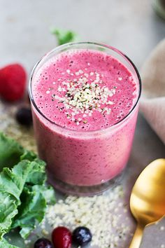 Make This Mixed Berry Protein Smoothie   Feel Good All Day Long | http://helloglow.co/berry-protein-smoothie/
