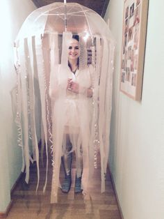 My rose monday costume this year! I glued strips of bubble wrap and white foil to a transparent umbrella and also made a skirt from the same material so that you can see some of the jellyfish when the umbrella is closed! Transparent Umbrella, How To Make Skirt, I Love Makeup, Bubble Wrap, Golden Girls, Jellyfish, Bubble Costume, Bubbles, Costumes