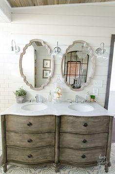 amazing 36 Beautiful DIY Farmhouse Bathroom Decor Ideas https://homedecort.com/2017/08/36-beautiful-diy-farmhouse-bathroom-decor-ideas/