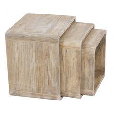 Conjunto de 3 mesas auxiliares, cubos fabricados en madera de mindi color natural:      Ancho: 35 cm     Largo: 45 cm     Alto: 45 cm
