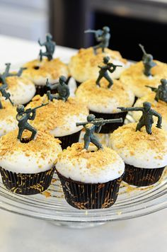 army men on cupcakes for the boys