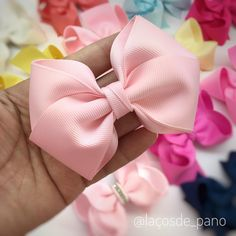 Nenhuma descrição de foto disponível. Baby Girl Accessories, Diy Hair Accessories, Felt Headband, Baby Headbands, Hair Kit, Hair Beads, Girls Bows, Baby Bows, Felt Flowers