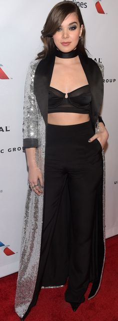 Hailee Steinfeld attends Universal Music Group's 2016 Grammy afterparty presented by American Airlines and Citi at The Theatre at Ace Hotel. Famous Singers, Red Carpet Fashion, Evening Dresses, Cool Style, Celebrity Style, Celebrities, Wedding Dresses, Model, Awards