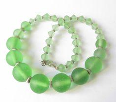 Glasketten - Glaskette  in grün-silber - ein Designerstück von soschoen bei DaWanda