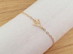 Pulsera triángulo, pulsera chapada en oro, pulsera simple, pulsera minimalista, pulsera geométrica, pulsera de diario, pulsera moderna
