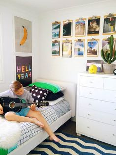 This article has lots of great surf style bedroom inspiration decor for the perfect beachy themed bedroom! Surf Bedroom, Kids Bedroom, Bedroom Decor, Clipboard Wall, Ideas Habitaciones, Kids Room Organization, Boy Room, Room Kids, Kids Rooms