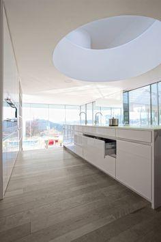 Moderne greeploze witte keuken | LEICHT Küchen AG