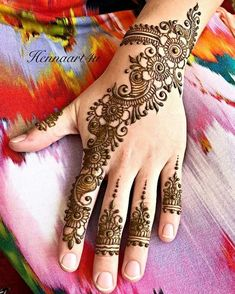 Arabic Mehendi Designs - Check out the latest collection of Arabic Mehendi design ideas and images for this year. Arabic mehndi designs are the most fashionable and much in demand these days. Pretty Henna Designs, Mehndi Designs 2018, Mehndi Designs For Beginners, Mehndi Designs For Girls, Modern Mehndi Designs, Mehndi Design Pictures, Wedding Mehndi Designs, Mehndi Designs For Fingers, Beautiful Mehndi Design