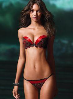 Lais Ribeiro Bra Size and Body Measurements