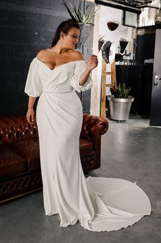 Plus Size Wedding Dresses With Sleeves, Plus Size Wedding Gowns, Plus Size Gowns, Wedding Dress Styles, Bridal Dresses, Evening Dresses Plus Size, Couture Wedding Gowns, Gowns Couture, Minimalist Wedding Dresses