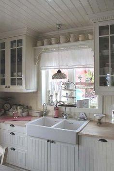 Cozy Shabby Chic Kitchen Decor.