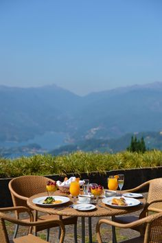 Pousada Caniçada is a hotel in Gerês. Located in a mountain chalet, this charming hotel with pool will provide you with an unforgettable stay. Hotel Pool, Outdoor Furniture Sets, Outdoor Decor, Mornings, Portugal, Home Decor, Decoration Home, Room Decor, Acre