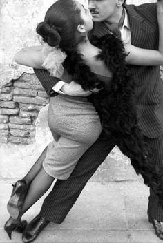 Isabel Muñoz (Barcelona, 1951) decide a los veinte años hacer de la fotografía su profesión.