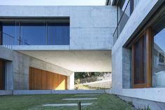 What are your thoughts on this art inspired concrete home in Balmoral, Australia!?