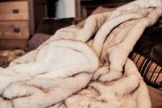 White Arctic Fox (Fake) Faux Fur Throw Blanket Rug Brown-tipped with Silky White Short Pile Faux Fur Backing - Large Size Poshpelts http://www.amazon.com/dp/B000IGEEIK/ref=cm_sw_r_pi_dp_LfuEub1BR317E