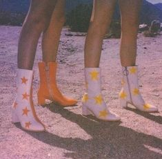 70s Aesthetic, Aesthetic Vintage, Aesthetic Pictures, Festival Looks, Cute Shoes, Me Too Shoes, Crazy Shoes, Mode Instagram, 70s Inspired Fashion