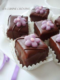 Jedan vrlo čokoladni i kockasti post sa trifina recepta za praznične kolačiće. Na vama je da izaberete koji ćete prvo isprobati - sa ...