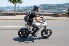 This e-bike has a chassis like no other… | Yanko Design Electric Scooter, Electric Cars, Electric Vehicle, Top Cars, Automotive Design, Sport Bikes, Cars And Motorcycles, Harley Davidson, Volkswagen