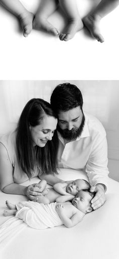 You are expecting twins! So when's the best time to schedule their newborn session? Twin Babies Pictures, Newborn Twin Photos, Twin Newborn, Newborn Shoot, Newborn Pictures, Twin Photography Poses, Family Photography, Cute Baby Twins, Kenny Chesney