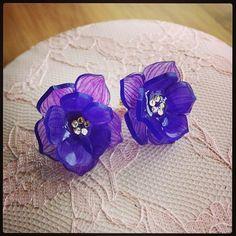 クリスマスローズピアス Hellebores shrink plastic earrings #shrinkydinks #shrinkplastic #handmade #flower #craft #earrings #プラ板