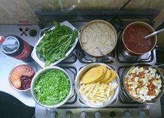 Bora lá?! Cardápio de hoje: Arroz branco, feijão, macarrão com salsicha, batata frita, steak de frango, saladas de couve, rúcula, beterraba cozida e tomate. Aquela Coca geladinha pra fazer a alegria geral 😍😋 Convide um amigo pra conhecer o Instagram 👉 #marqueumamigo #marqueumaamiga #almoço #janta #quinta #macarrao #vidareal #lookdofogao #fome #lardocelar #panelazap #itsdaicoelho #yummy #comidafresca #comidacaseira #donasdecasareunidas #simplesereais