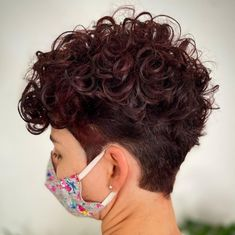 Undercut Curly Hair, Curly Pixie Haircuts, Undercut Hairstyles, Pixie Hairstyles, Down Hairstyles, Undercut Pixie, Shaved Curly Hair, Curly Pixie Cuts, Pixie Cut With Bangs