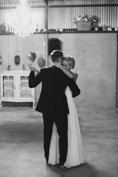 Natural Rustic Makojalo Op-Stal Wedding by Carolien & Ben Photography {Cristi & Jason} W Dresses, Rustic Wedding, Construction, Weddings, Bride, Couple Photos, Natural, Board, Pretty