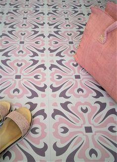 Havana Dawn Vinyl Floor Tile: per These floor tiles are inspired by the encaustic tiles found in the wonderful old buildings of colonial Cuba. Retro Vinyl Flooring, Vinyl Flooring Kitchen, Modern Flooring, Kitchen Vinyl, Flooring Ideas, Bathroom Vinyl, Bathroom Floor Tiles, Tile Floor, Victorian Flooring