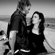 Sons of Anarchy Charlie Hunnam & Maggie Stiff