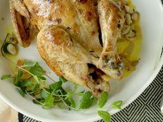Mandel- och aprikosfylld kyckling med rödlöksbulgur och myntayoghurt