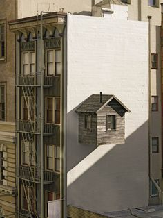 Designer Jenny Chapman, Artist Mark Reigelman and local arts organization Southern Exposure, built a small cabin (made from wood reclaimed from an old barn in Ohio) and set it up on the exposed side wall of Hotel des Arts in downtown San Francisco's Financial District.