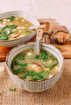 Japanese Superfood Miso Soup Soup Recipes, Dinner Recipes, Cooking Recipes, Cooking Pork, Superfood Recipes, Healthy Recipes, Cycling Diet, Carb Cycling, Asian Desserts