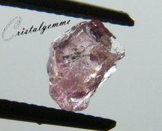 Cristal brut de spinelle rose