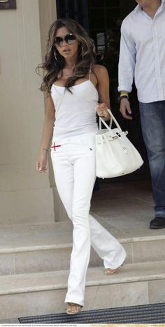Victoria Beckhman in all white, even the Hermes bag.I love her style ❥-Mari Marxuach Parrilla Style Work, Style Me, Moda Casual, Casual Chic, White Casual, White Outfits, Cool Outfits, Spice Girls, Street Chic