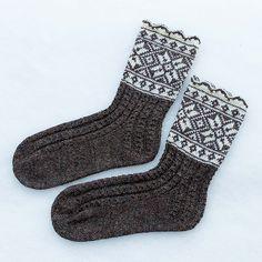 Ravelry: Vinterstjerner pattern by Wenche Roald Mitten Gloves, Mittens, Slipper Socks, Slippers, Knitting Projects, Knitting Patterns, Lots Of Socks, Cozy Socks, Colorful Socks