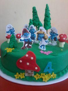Pasteleria deNaranjo. Torta en mazapan de los pitufos para fiesta infantil.