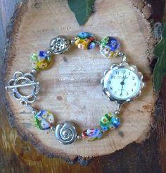 Allegro e coloratissimo bracciale orologio con vetrini millefiori colorati e metallo nickel free.