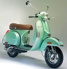 Classic Vespa Scooter. This would be so fun to ride on! and not to mention its so darn cute!