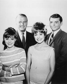 Gidget starring Sally Field, Don Porter, Betty Conner, Pete Duel Gidget sally field