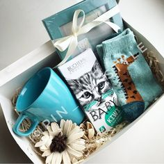 DIY Personalized Gift Basket For Anyone, Girlfriend, Kids, Mom Etc : DIY Personalized Gift Baskets Christmas Gift Baskets, Christmas Gift Box, Christmas Presents, Handmade Christmas, Christmas Ideas, Personalised Gifts Diy, Handmade Gifts, Diy Birthday, Birthday Gifts