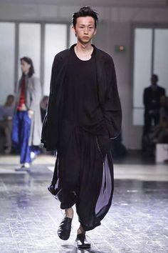 Yohji Yamamoto Menswear Spring Summer 2013 Paris - NowFashion