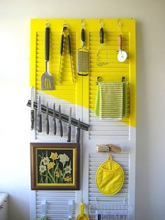 Shutter door (or even a wooden board?) to organize kitchen tools, free-standing! Renters Solutions: DIY Door Organizer for a Tiny Kitchen — C. Hanging Storage, Diy Storage, Kitchen Organization, Organization Hacks, Storage Ideas, Extra Storage, Vertical Storage, Storage Hacks, Organizing Ideas