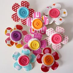 Button & felt flowers, thinking a bouquet of these would be adorable
