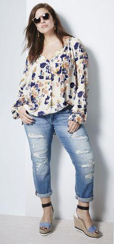 Trendy jeans for plus size women Plus Size Fashion Blog, Plus Size Fashion For Women, Curvy Girl Fashion, Plus Size Womens Clothing, Clothes For Women, Plus Fashion, Trendy Clothing, Clothing Stores, Vintage Clothing