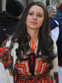 България / Bulgarian folk costume Folk Fashion, Dance Fashion, Ethnic Fashion, Raw Beauty, Beauty Women, Folklore, Simply Beautiful, Beautiful Women, Ukraine