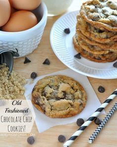 The best Old Fashioned Chocolate Chip Cookies! #cookierecipes #chocolatechipcookies #cookies