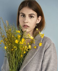 woman editorial portrait photography with flowers Girls With Flowers, Picture Ideas, Portrait Photography, Editorial, Photo And Video, Woman, Pictures, Instagram, Fashion